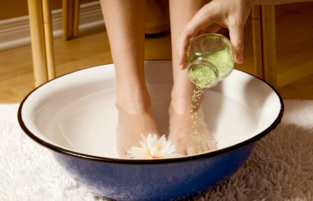 detoxifiere cu picioarele in apa